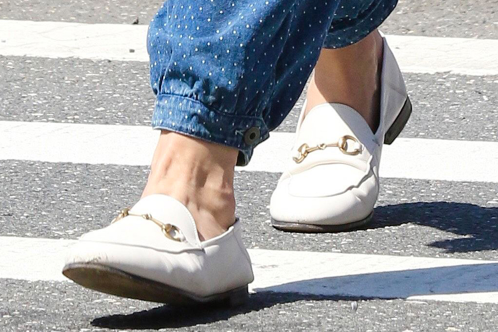 katie holmes, overalls, jumpsuit, loafers, t-shirt, new york, shopping