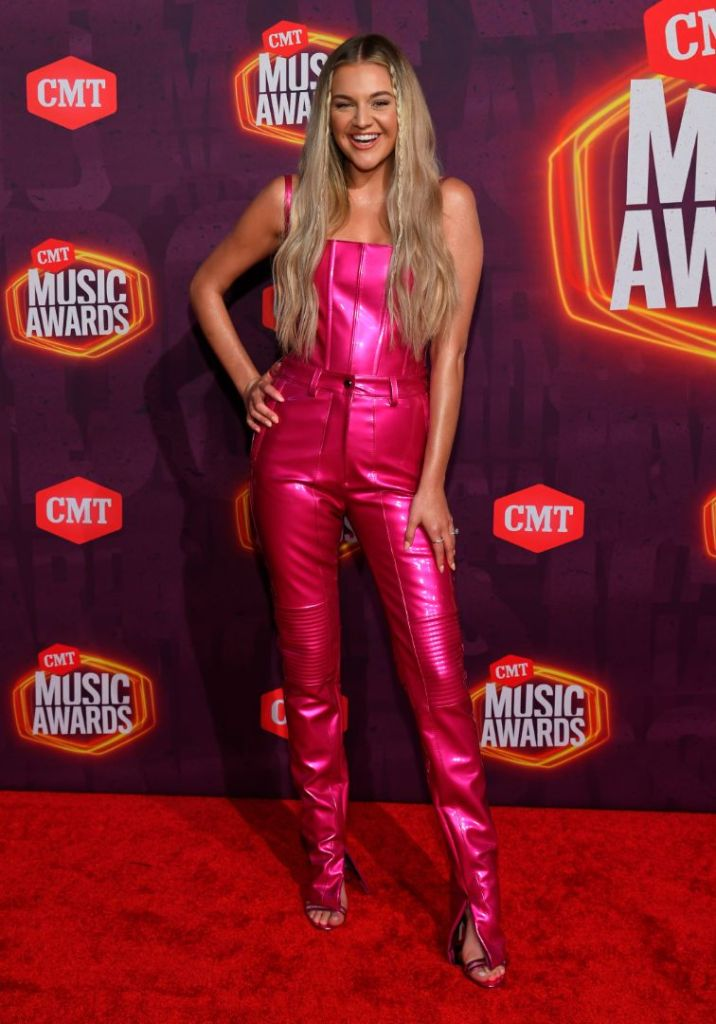 kelsea ballerini, corset, bustier, pink, pants, heels, hot pink, cmt music awards, 2021, nashville, cmt