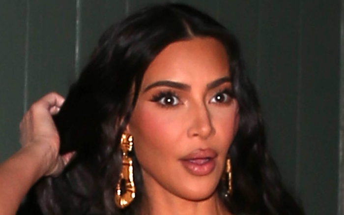 kim-kardashian-dress-lbd-heels