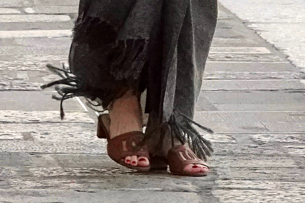 Angelina Jolie, Dolce & Gabbana, mules, Saint Laurent, caftan, Italy