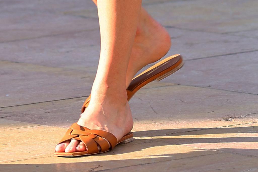 Karlie Kloss, sandals