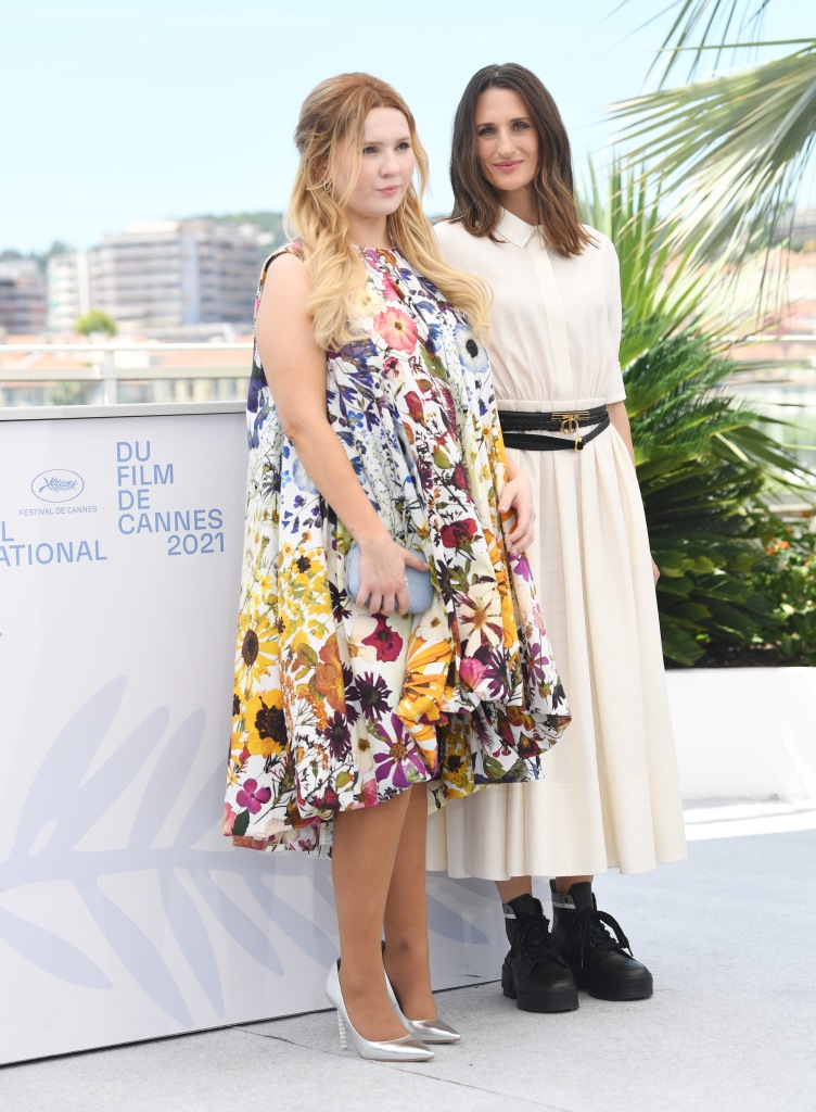 The Stillwater photo call at the 74th Cannes Film Festival. 09 Jul 2021 Pictured: Abigail Breslin, Camille Cottin. Photo credit: MEGA TheMegaAgency.com +1 888 505 6342 (Mega Agency TagID: MEGA769097_002.jpg) [Photo via Mega Agency]