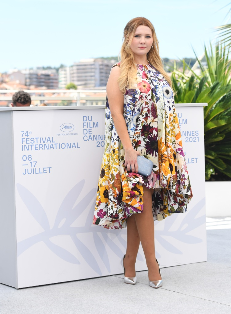 Sophia Webster, coco pumps, crystal heels, metallic, silver, abigail breslin, The Stillwater photo call at the 74th Cannes Film Festival. 09 Jul 2021 Pictured: Abigail Breslin. Photo credit: MEGA TheMegaAgency.com +1 888 505 6342 (Mega Agency TagID: MEGA769097_005.jpg) [Photo via Mega Agency]