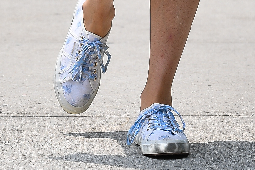 Nicky Hilton, sneakers