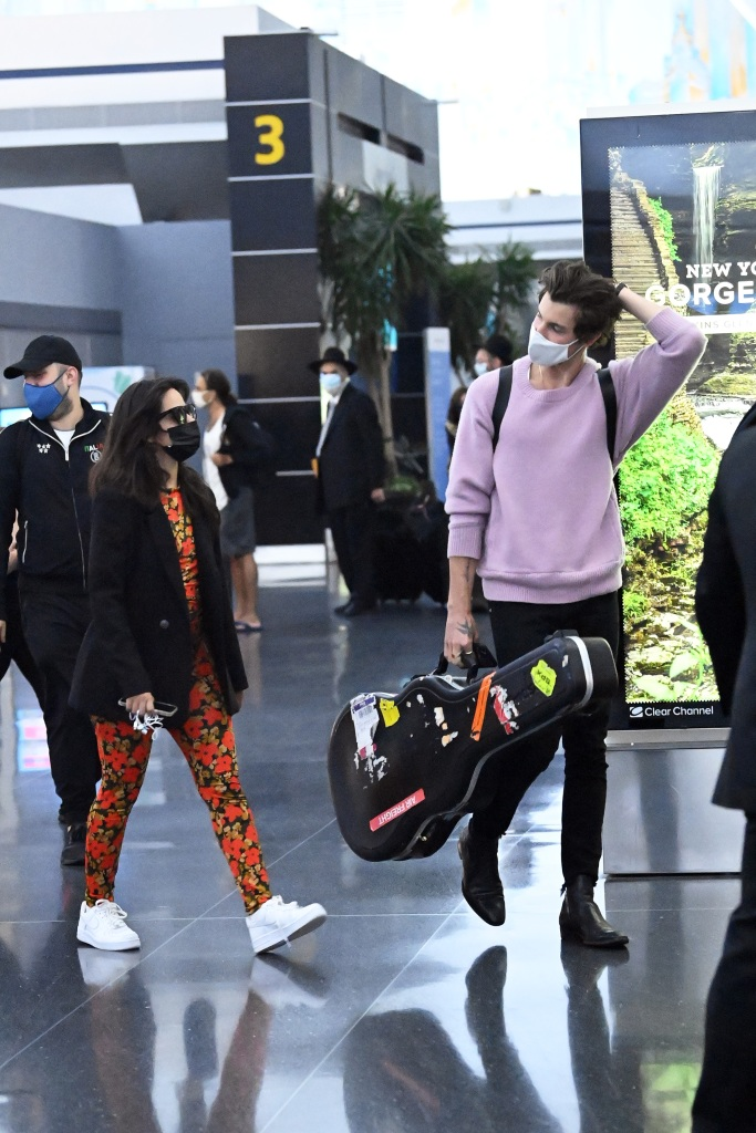 Shawn Mendes and Camila Cabello are spotted arriving at JFK International Airport in New York City.Pictured: Shawn Mendes,Camila Cabello Ref: SPL5240520 200721 NON-EXCLUSIVE Picture by: Elder Ordonez / SplashNews.com Splash News and Pictures USA: +1 310-525-5808 London: +44 (0)20 8126 1009 Berlin: +49 175 3764 166 photodesk@splashnews.com World Rights, No Poland Rights, No Portugal Rights, No Russia Rights