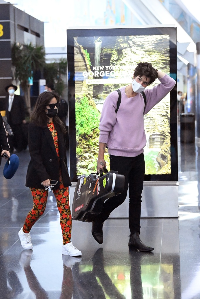 Shawn Mendes and Camila Cabello are spotted arriving at JFK International Airport in New York City.Pictured: Shawn Mendes,Camila CabelloRef: SPL5240520 200721 NON-EXCLUSIVEPicture by: Elder Ordonez / SplashNews.comSplash News and PicturesUSA: +1 310-525-5808London: +44 (0)20 8126 1009Berlin: +49 175 3764 166photodesk@splashnews.comWorld Rights, No Poland Rights, No Portugal Rights, No Russia Rights