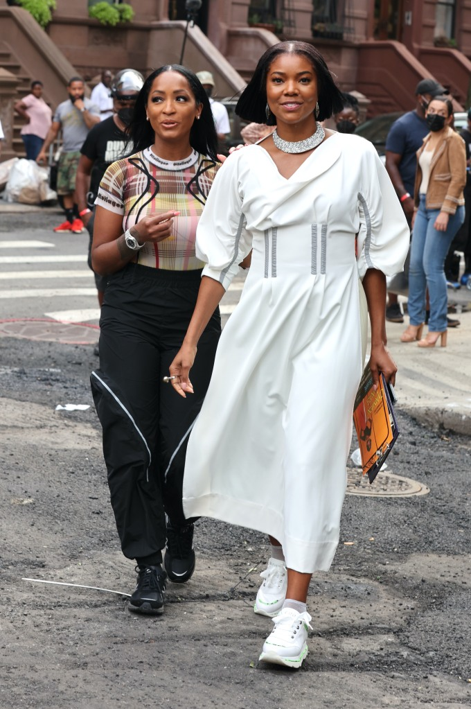 """Gabrielle Union, Remy Ma, Keith Powers and Latoia Fitzgerald pictured filming at """"The Perfect Find"""" set in Downtown, Manhattan.Pictured: Gabrielle Union,Latoia FitzgeraldRef: SPL5240718 220721 NON-EXCLUSIVEPicture by: Jose Perez / SplashNews.comSplash News and PicturesUSA: +1 310-525-5808London: +44 (0)20 8126 1009Berlin: +49 175 3764 166photodesk@splashnews.comWorld Rights"""