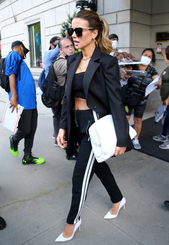 British actress Kate Beckinsale is checking out the Ritz Carlton Hotel in New York, NY on July 23, 2021.Photo by Dylan Travis/ABACAPRESS.COMPictured: Kate BeckinsaleRef: SPL5241063 230721 NON-EXCLUSIVEPicture by: AbacaPress / SplashNews.comSplash News and PicturesUSA: +1 310-525-5808London: +44 (0)20 8126 1009Berlin: +49 175 3764 166photodesk@splashnews.comUnited Arab Emirates Rights, Australia Rights, Bahrain Rights, Canada Rights, Greece Rights, India Rights, Israel Rights, South Korea Rights, New Zealand Rights, Qatar Rights, Saudi Arabia Rights, Singapore Rights, Thailand Rights, Taiwan Rights, United Kingdom Rights, United States of America Rights