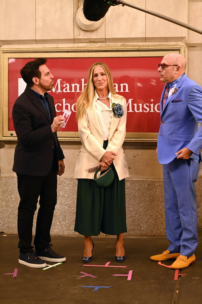 """Sarah Jessica Parker, Cynthia Nixon, Kristin Davis, Mario Cantone and Willie Garsonare are photographed filming the Reboot of Sex And The City """"And Just Like That"""" in New York City.Pictured: Mario Cantone,Sarah Jessica Parker,Willie GarsonareRef: SPL5241117 230721 NON-EXCLUSIVEPicture by: Elder Ordonez / SplashNews.comSplash News and PicturesUSA: +1 310-525-5808London: +44 (0)20 8126 1009Berlin: +49 175 3764 166photodesk@splashnews.comWorld Rights, No Poland Rights, No Portugal Rights, No Russia Rights"""