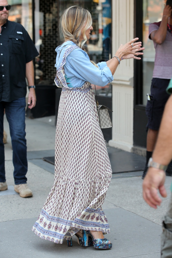 Sarah Jessica Parker films 'And Just Like That' on the Upper West Side in New York CityPictured: Ref: SPL5241686 270721 NON-EXCLUSIVEPicture by: Christopher Peterson / SplashNews.comSplash News and PicturesUSA: +1 310-525-5808London: +44 (0)20 8126 1009Berlin: +49 175 3764 166photodesk@splashnews.comWorld Rights