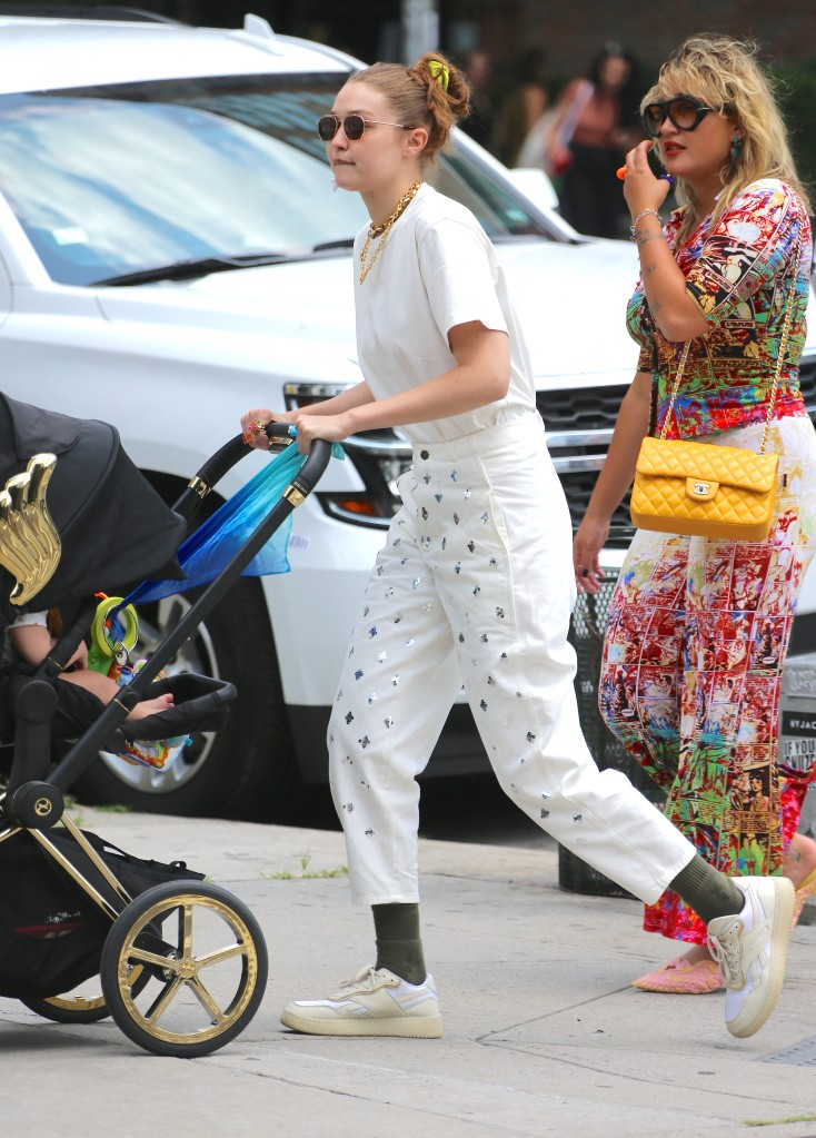 Model Gigi Hadid with her daughter and friend are strolling in Soho, New York City, NY, USA, on July 28, 2021. Photo by Dylan Travis/ABACAPRESS.COMPictured: Gigi Hadid,Alana O'HerlihyRef: SPL5241973 280721 NON-EXCLUSIVEPicture by: AbacaPress / SplashNews.comSplash News and PicturesUSA: +1 310-525-5808London: +44 (0)20 8126 1009Berlin: +49 175 3764 166photodesk@splashnews.comUnited Arab Emirates Rights, Australia Rights, Bahrain Rights, Canada Rights, Greece Rights, India Rights, Israel Rights, South Korea Rights, New Zealand Rights, Qatar Rights, Saudi Arabia Rights, Singapore Rights, Thailand Rights, Taiwan Rights, United Kingdom Rights, United States of America Rights