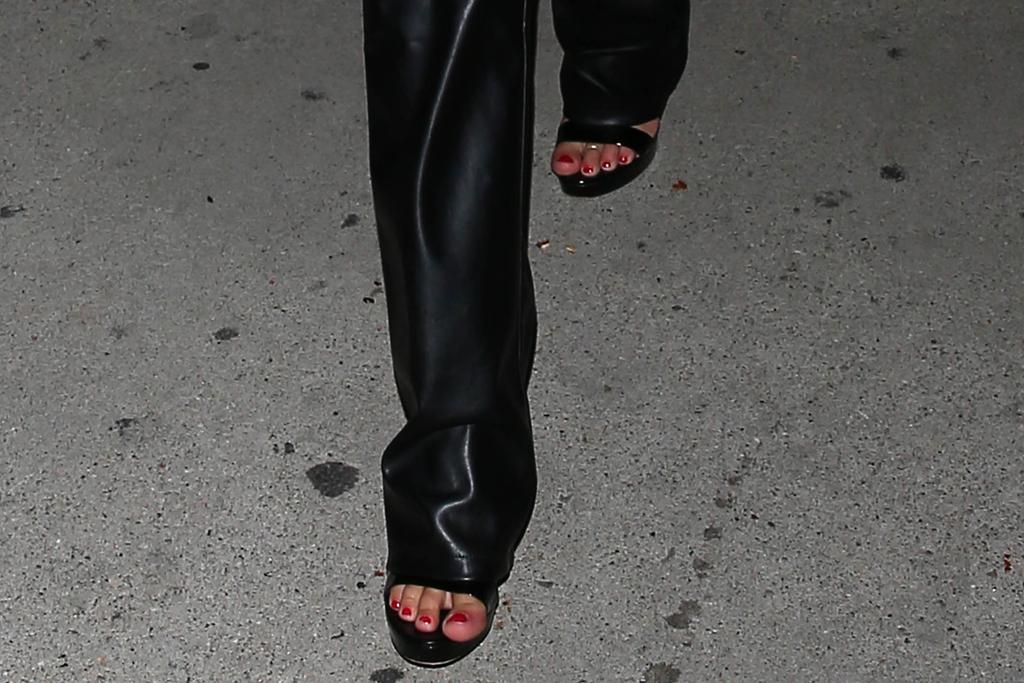 addison rae, crop top, leather pants, lace up pants, heels, platforms, sandals, la, clippers. suns, game