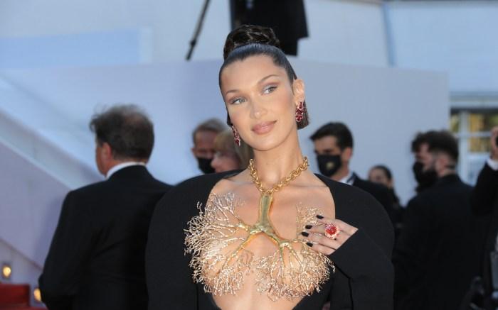 bella-hadid-lung-necklace-2021