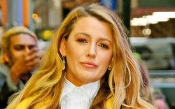 blake lively, sweater, ugly sandals, pants,