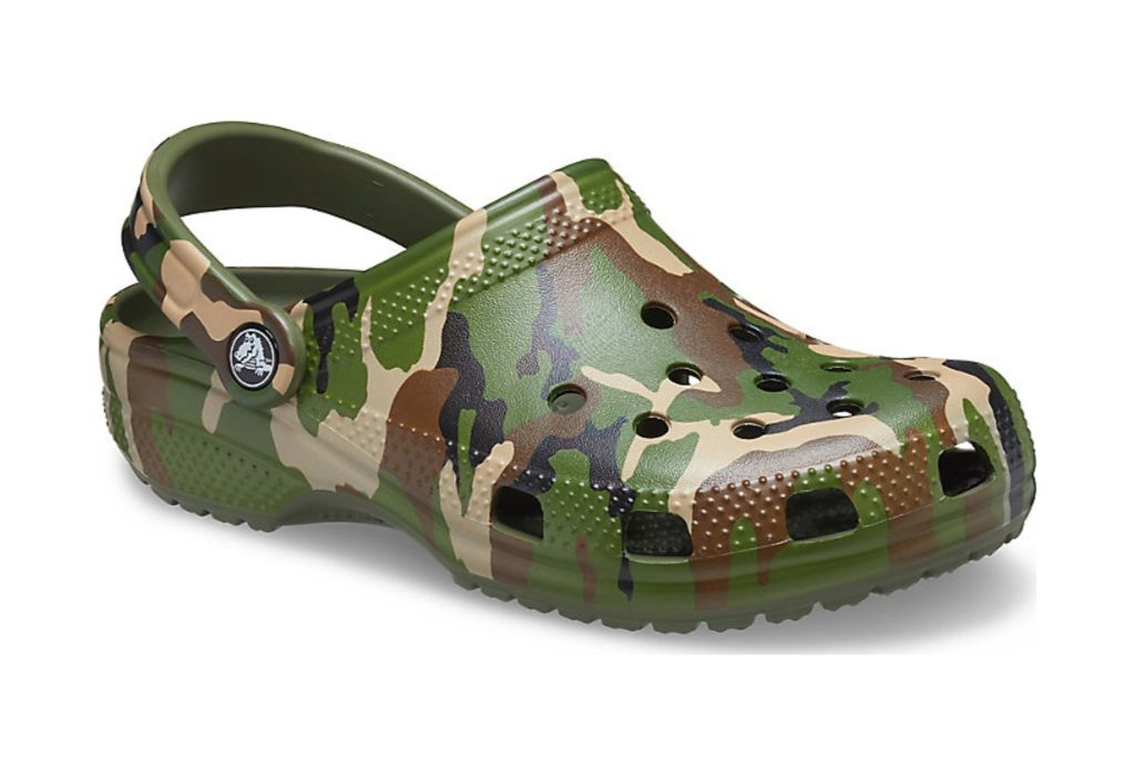 crocs, classic camo, slip on shoes