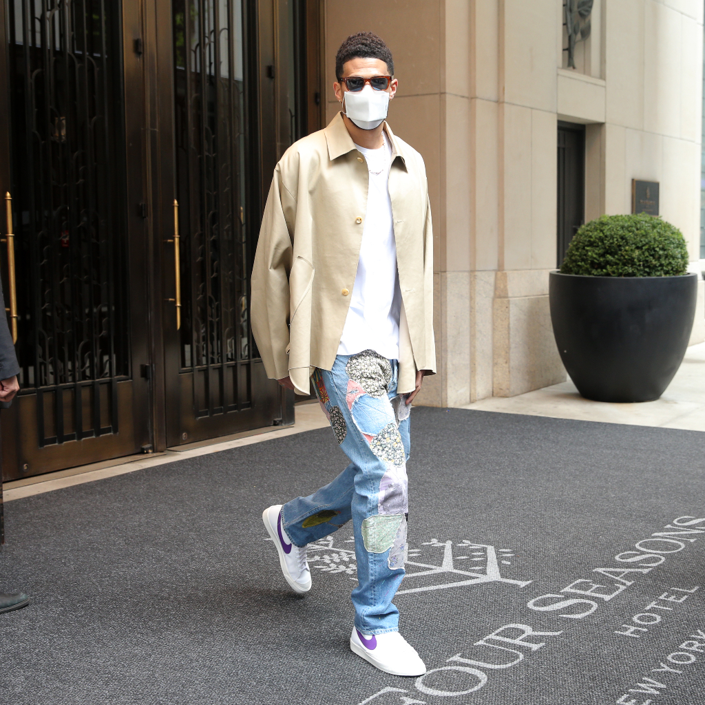 devin booker, t-shirt, jeans, baskets, nyc