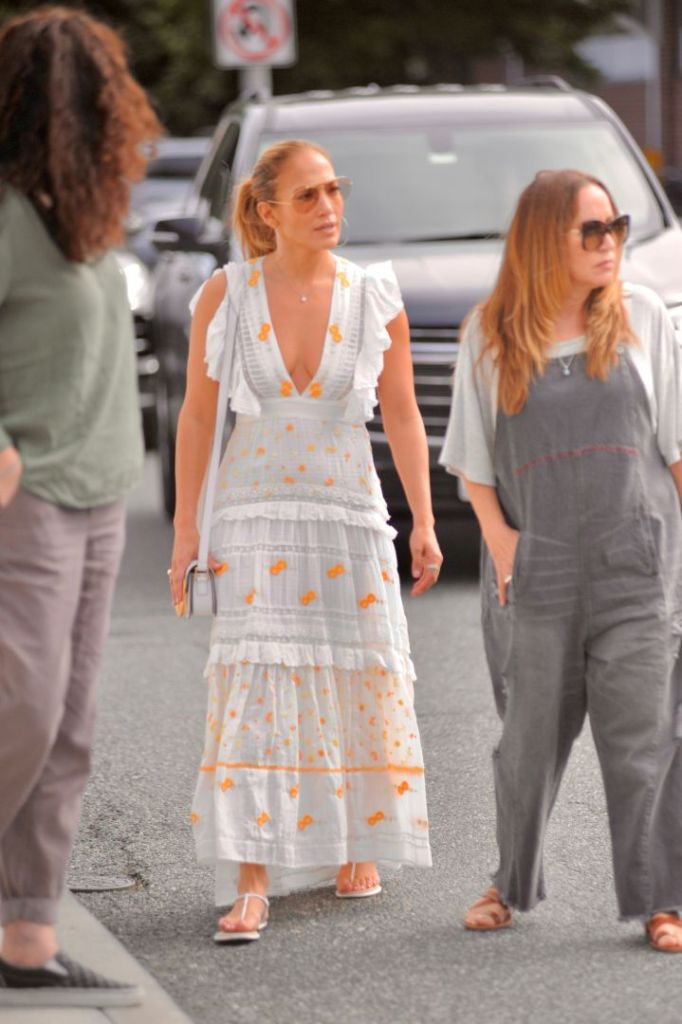 jennifer lopez, dress, sundress, thong, sandals, sunglasses, hamptons, family, new york