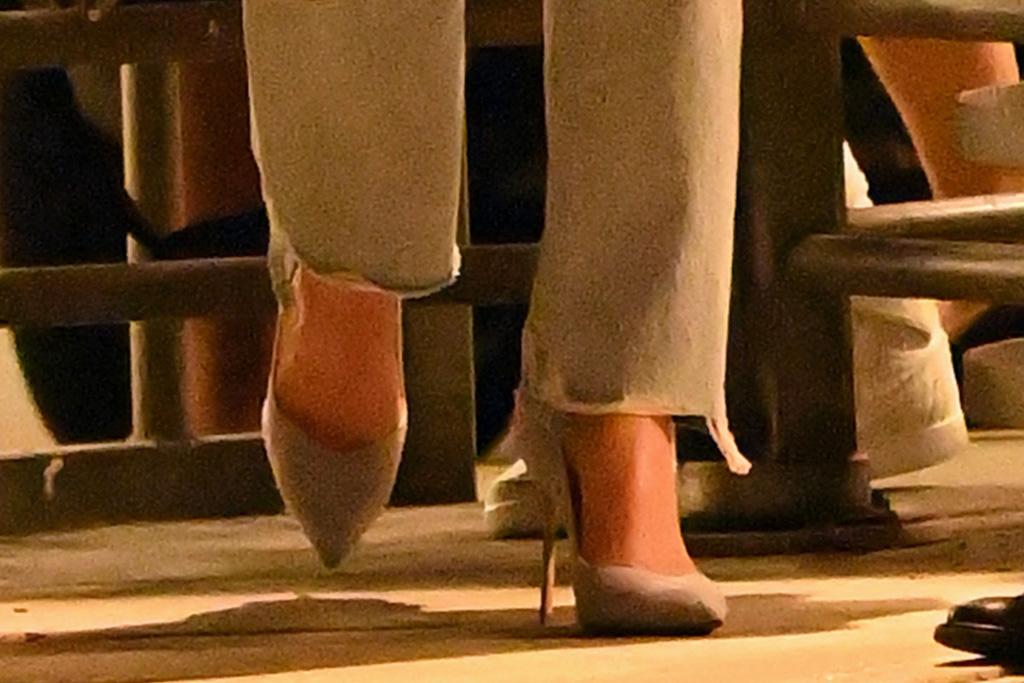 kate beckinsale, blazer, ripped jeans, jacket, purse, heels, stilettos, airport, jfk, new york