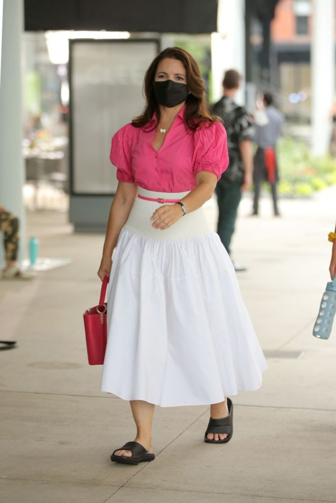 kristin davis, skirt, shirt, hot pink, slides, oofos, and just like that, sex and the city, reboot, filming, new york