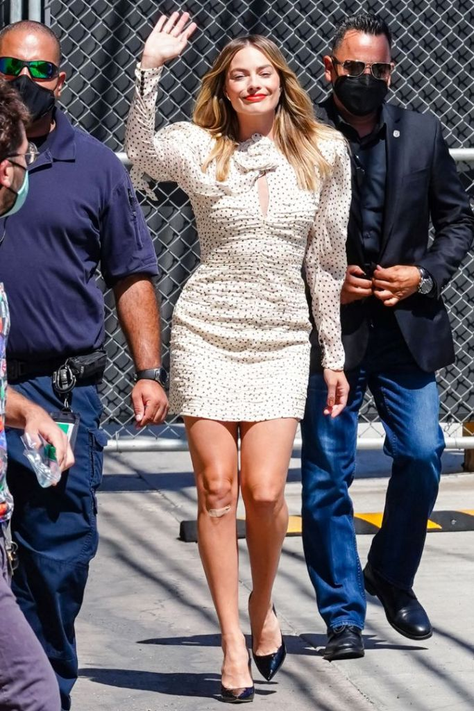 margot robbie, dress, minidress, polka dot, puff sleeve, stiletto heels, pumps, hair, los angeles, la, jimmy kimmel