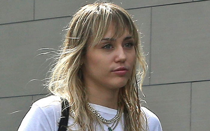 miley-cryus-vest-pants-song