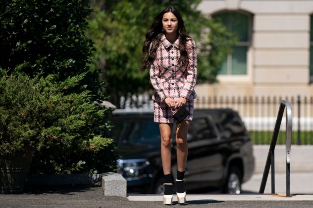 olivia rodrigo, chanel jacket, skirt, plaid skirt, heels, socks, platforms, white house, joe biden, video