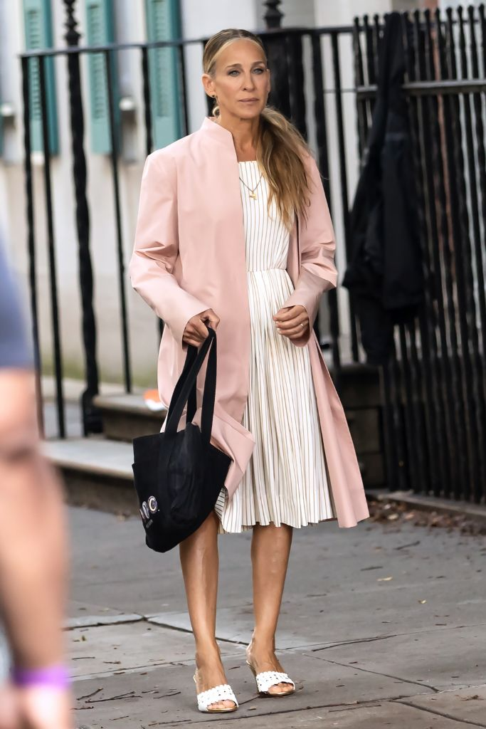 Online Shop Trend Now And-Just-Like-That-Fashion-Sarah-Jessica-Parker-Carrie-Bradshaw-Sex-and-the-City-RebootMEGA770194_003 All the Fashion From 'And Just Like That' – Footwear News
