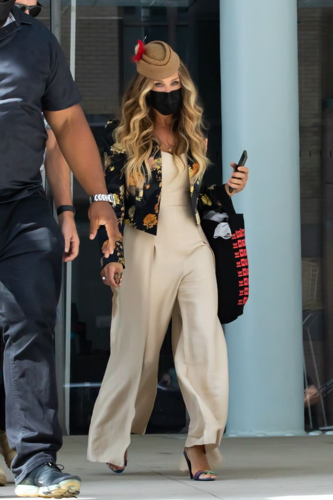 Online Shop Trend Now And-Just-Like-That-Fashion-Sarah-Jessica-Parker-Carrie-Bradshaw-Sex-and-the-City-RebootMEGA771032_009 All the Fashion From 'And Just Like That' – Footwear News