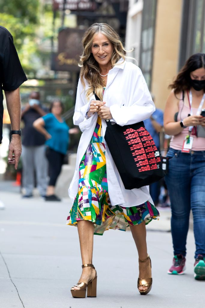 and just like that sarah jessica parker ysl farrah sandals