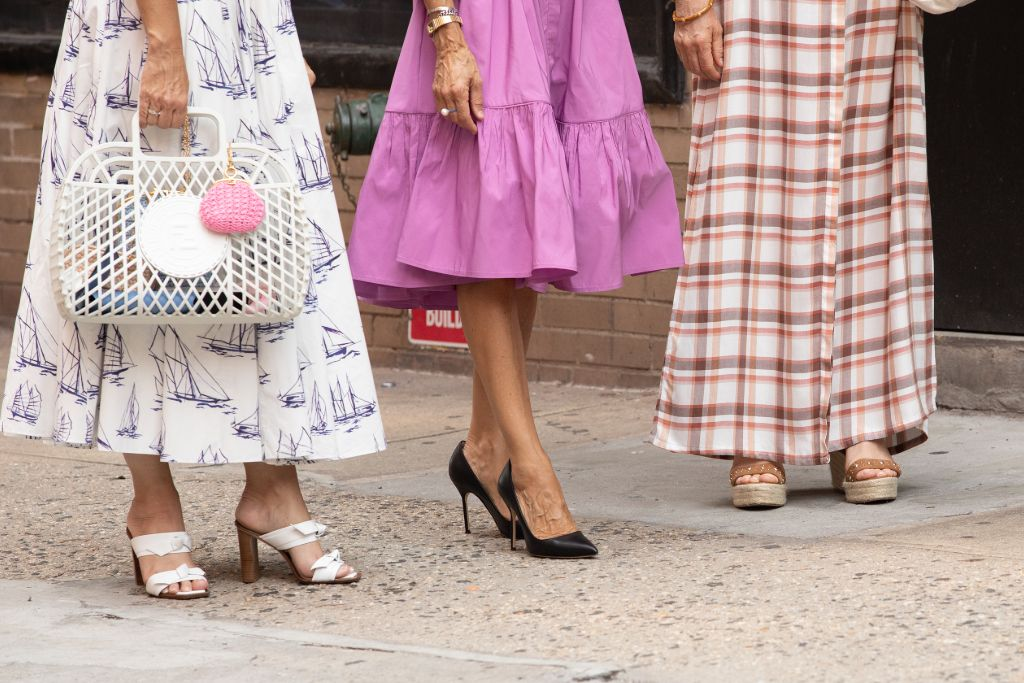 Online Shop Trend Now And-Just-Like-That-Fashion-Sarah-Jessica-Parker-Carrie-Bradshaw-Sex-and-the-City-RebootMEGA772757_007 All the Fashion From 'And Just Like That' – Footwear News