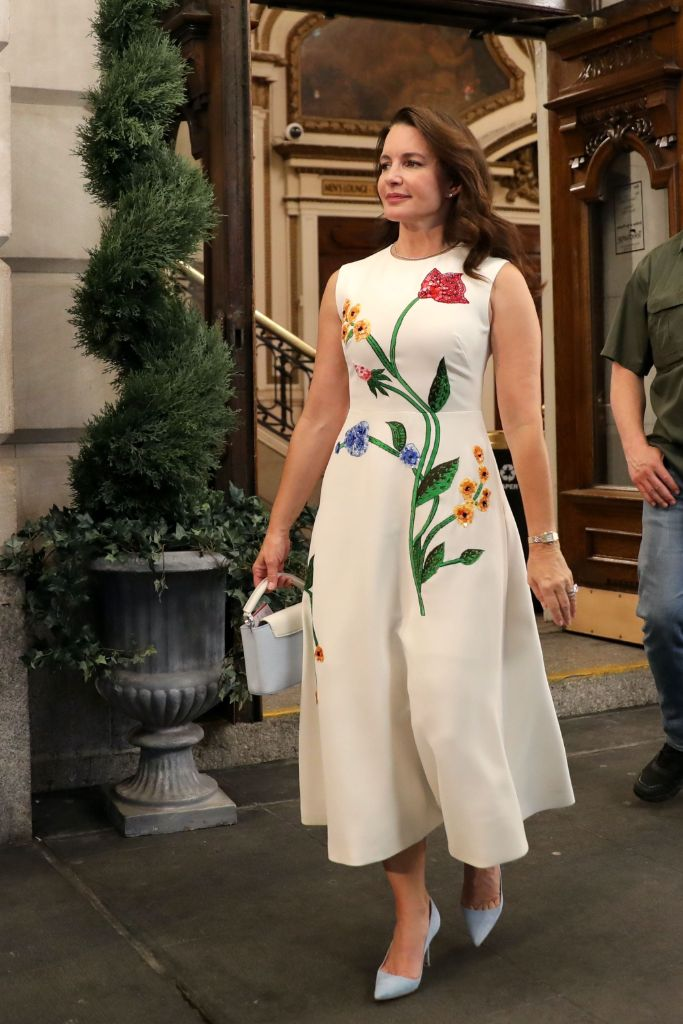 Online Shop Trend Now And-Just-Like-That-Fashion-Sarah-Jessica-Parker-Carrie-Bradshaw-Sex-and-the-City-RebootMEGA773875_013 All the Fashion From 'And Just Like That' – Footwear News