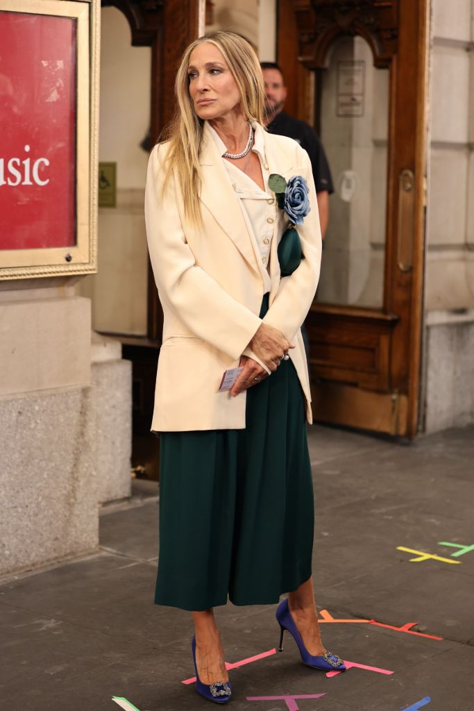 Online Shop Trend Now And-Just-Like-That-Fashion-Sarah-Jessica-Parker-Carrie-Bradshaw-Sex-and-the-City-RebootMEGA773875_042 All the Fashion From 'And Just Like That' – Footwear News