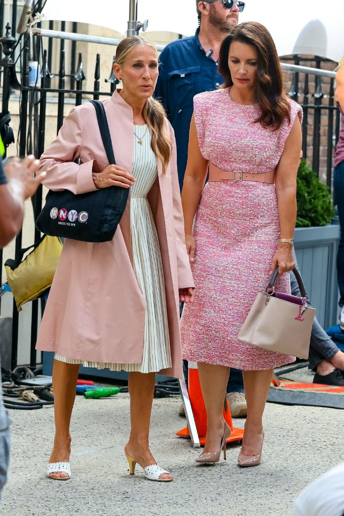Online Shop Trend Now And-Just-Like-That-Fashion-Sarah-Jessica-Parker-Carrie-Bradshaw-Sex-and-the-City-RebootMEGA777661_010 All the Fashion From 'And Just Like That' – Footwear News