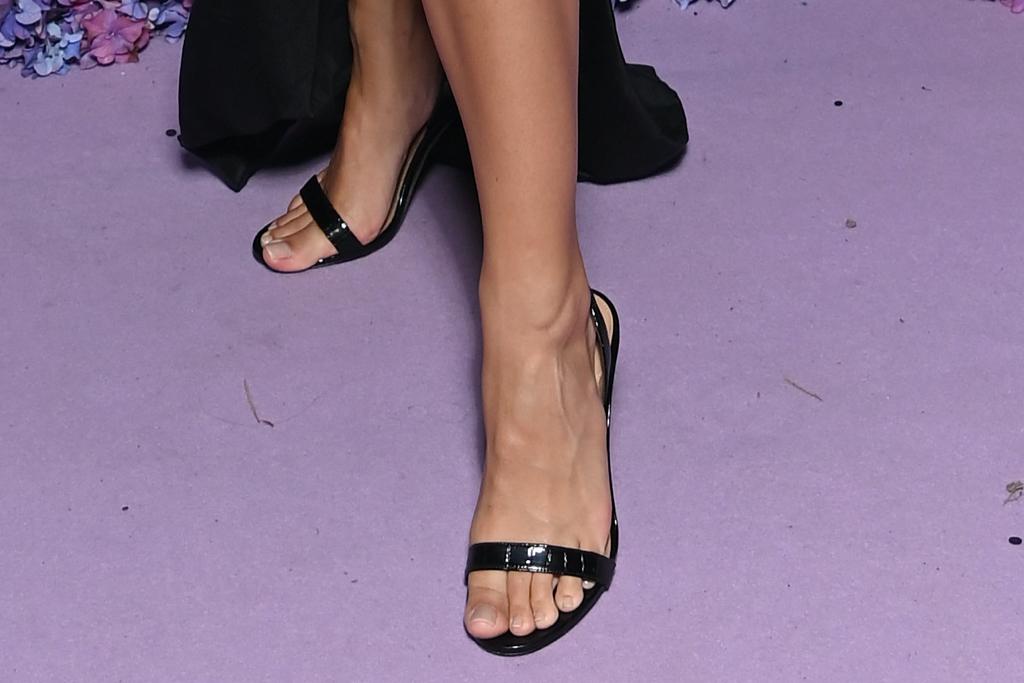 Emily Ratajkowski, UNICEF, black dress, sandals
