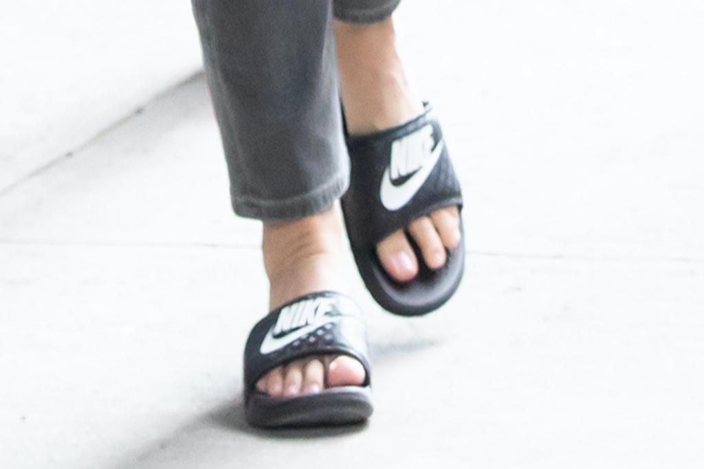 Kristin Davis, Nike, slides, And Just Like That..., New York City