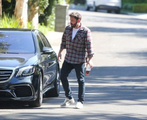 Ben Affleck is seen in Los Angeles with his son Samuel, California. NON-EXCLUSIVE August 07, 2021 210807BG004 Los Angeles, CA www.bauergriffin.com. 07 Aug 2021 Pictured: Ben Affleck. Photo credit: BG004/Bauergriffin.com / MEGA TheMegaAgency.com +1 888 505 6342 (Mega Agency TagID: MEGA777231_001.jpg) [Photo via Mega Agency]