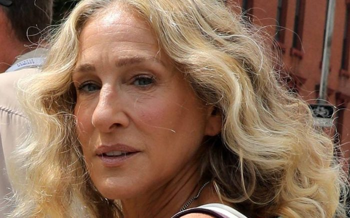 """Sarah Jessica Parker are seen filming """"And Just Like That..."""" the follow up series to """"Sex and the City"""" in New York City. 27 Aug 2021 Pictured: Sarah Jessica Parker. Photo credit: Jose Perez/Bauergriffin.com / MEGA TheMegaAgency.com +1 888 505 6342 (Mega Agency TagID: MEGA781825_006.jpg) [Photo via Mega Agency]"""