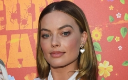 Margot Robbie, Chanel, By Far, Suicide