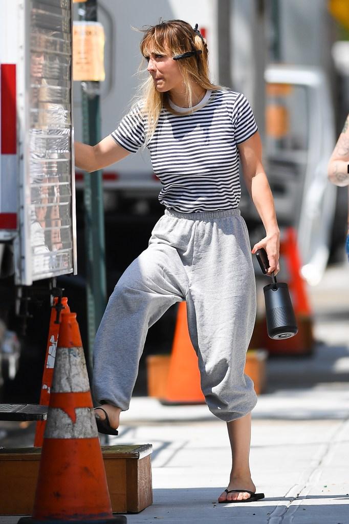 Kaley Cuoco, black thong sandals, striped T-shirt, Meet Cute, nyc
