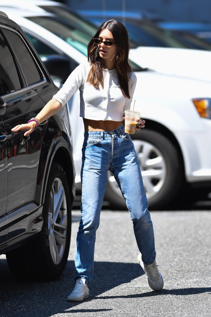 Emily Ratajkowski, NYC, jeans, cropped sweater, sneakers