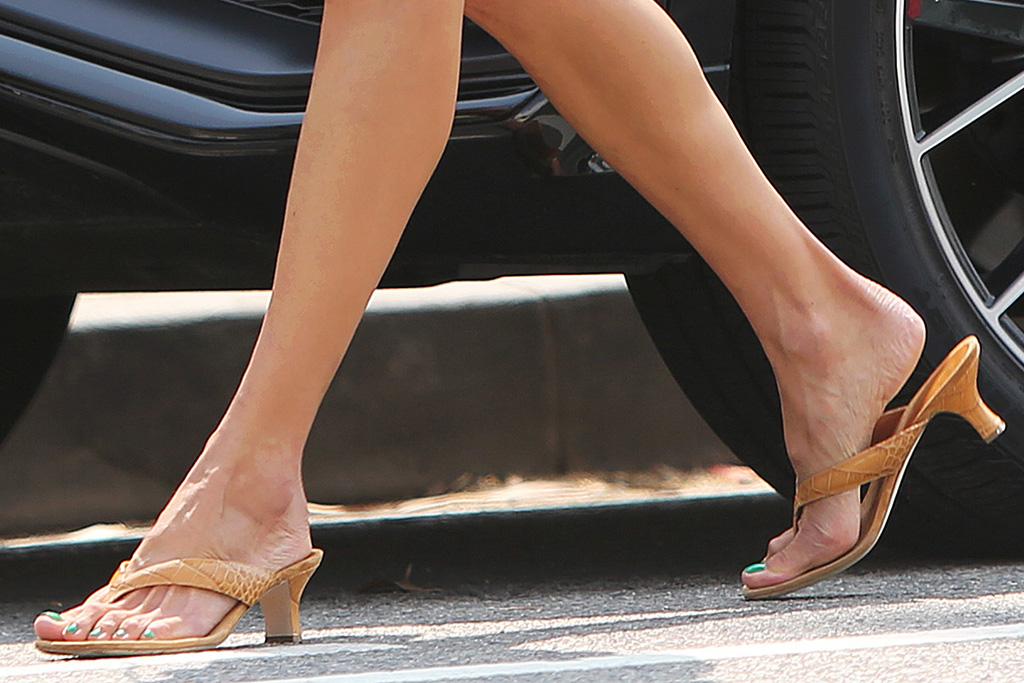 alessandra ambrosio, shorts, crop top, floral shirt, thong heels, sandals, daughter, anja, venice beach, california