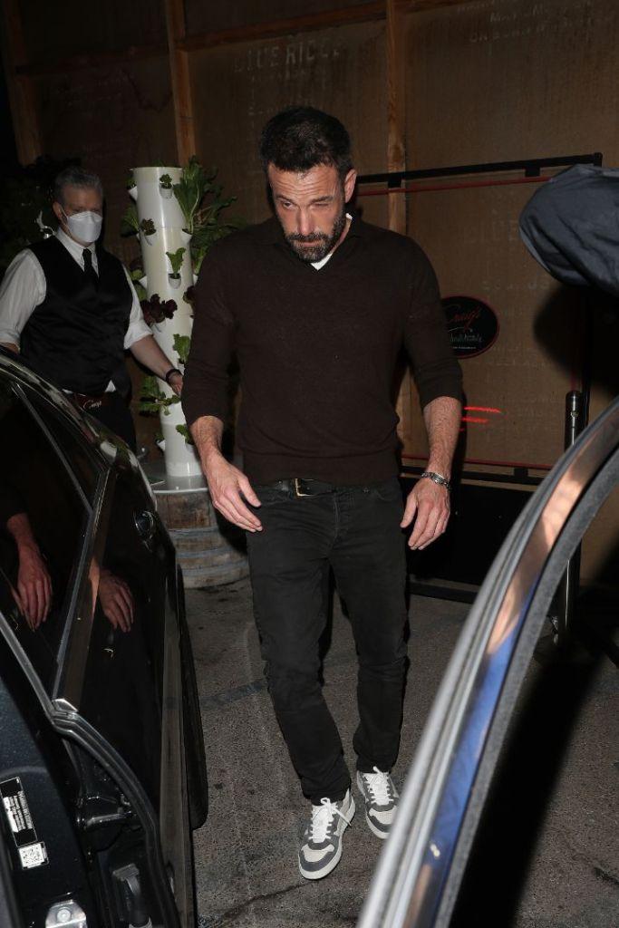 ben affleck, skinny jeans, sweater, sneakers, date, la, jennifer lopez, dinner