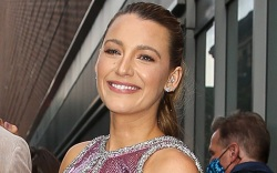 blake lively, green dress, red loafers,
