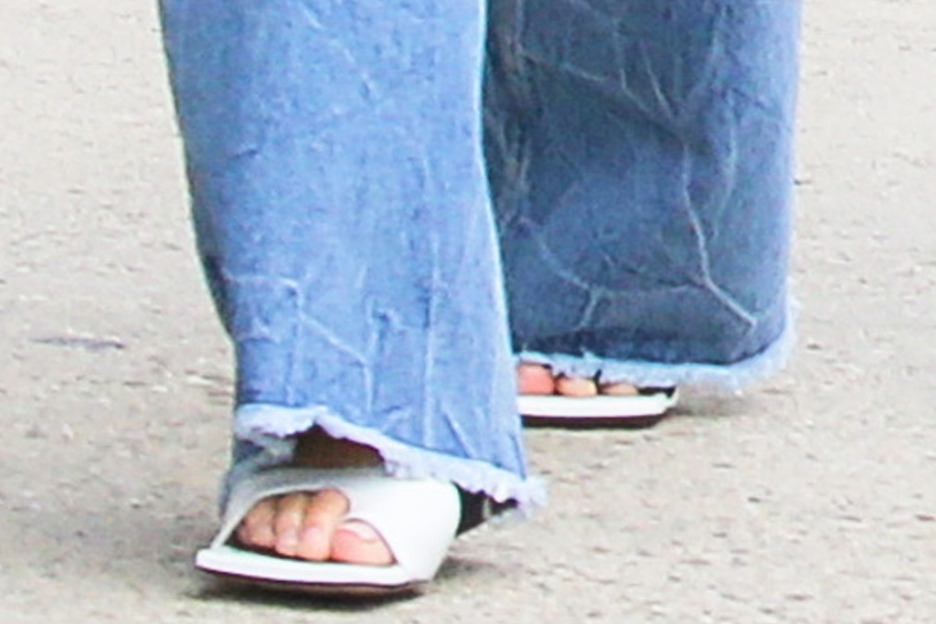 chrissy teigen, sports bra, calvin klein, jeans, mom jeans, big toe heels, john legend, luna, daughter, new york, walk