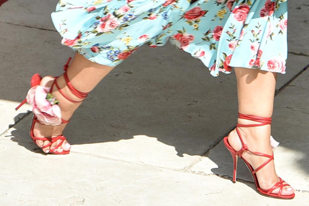 doja cat, dress, floral dress, dolce & gabbana, rose heels, sandals, hair, venice, italy, gondala, hotel