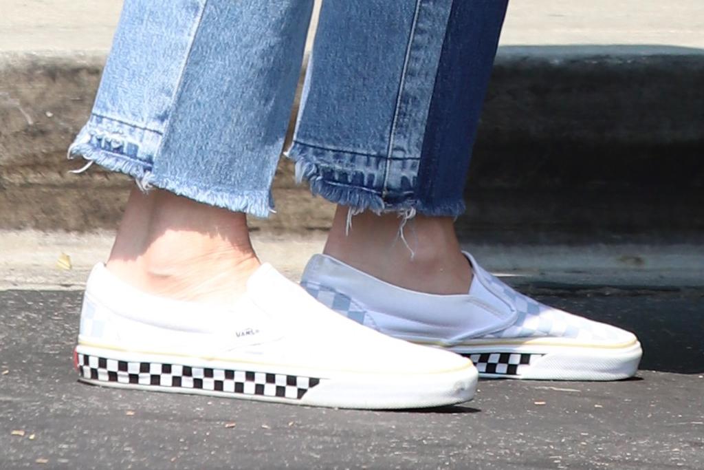 gwen stefani, jeans, jean shirt, sneakers, vans, son, shopping, grocery store, la