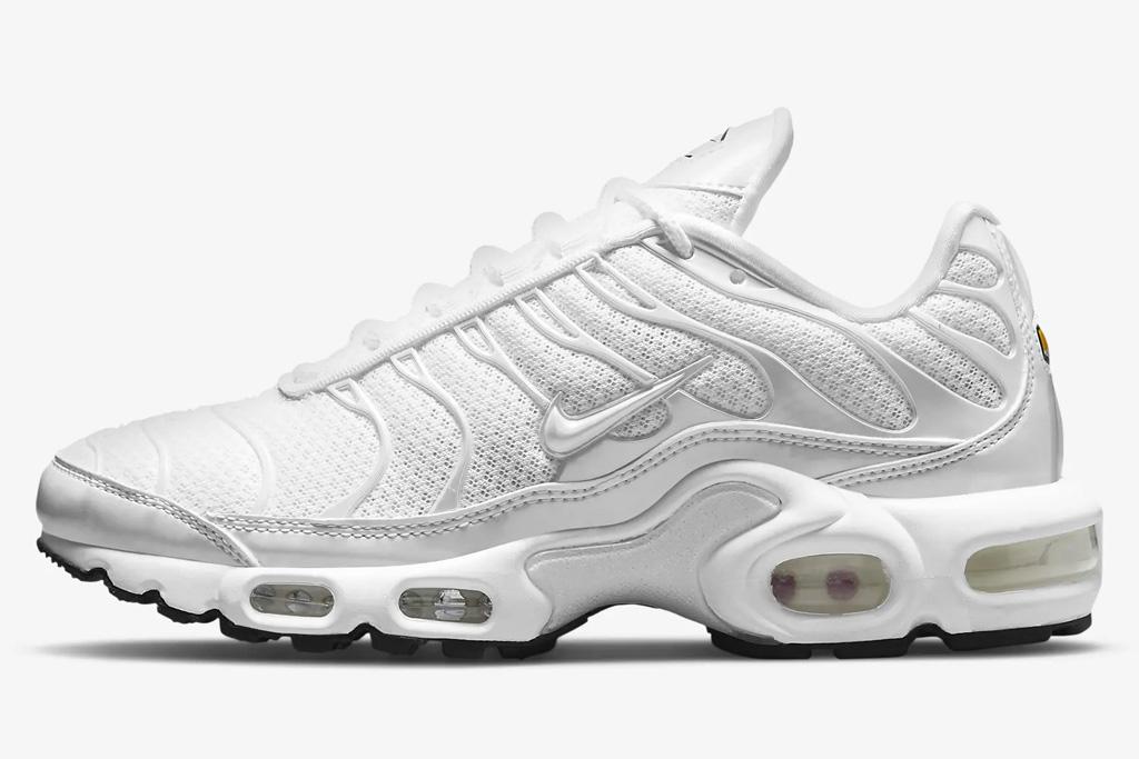 white sneakers, mesh, womens, nike