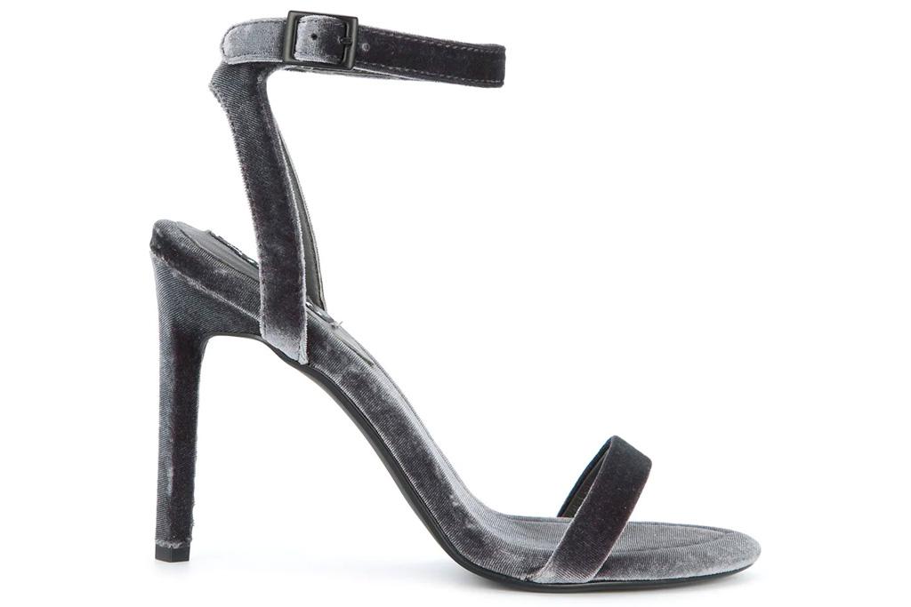 silver sandals, gray sandals, senso