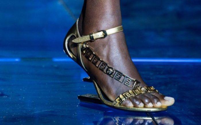 versace, versace fendi, fendi versace, mfw, milan fashion week, top 10 shoes milan fashion week, best shoes milan fashion week, shoes, fashion, spring 2022 shoes, footewar