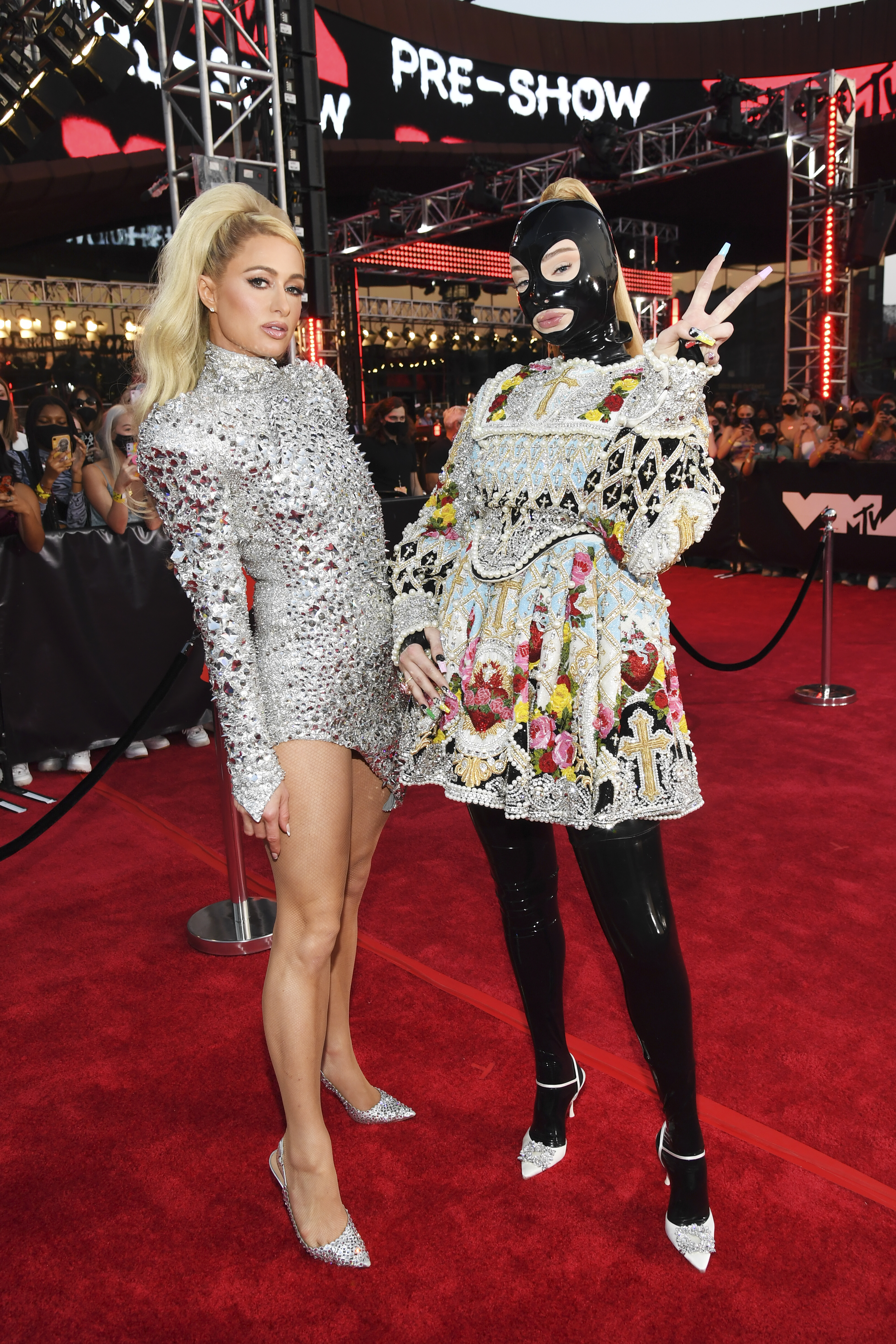 NEW YORK, NEW YORK - SEPTEMBER 12: (L-R) Paris Hilton and Kim Petras attend the 2021 MTV Video Music Awards at Barclays Center on September 12, 2021 in the Brooklyn borough of New York City. (Photo by Kevin Mazur/MTV VMAs 2021/Getty Images for MTV/ ViacomCBS)